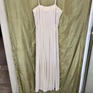 FOREVER 21 MAXI DRESS FORMAL DELICATE